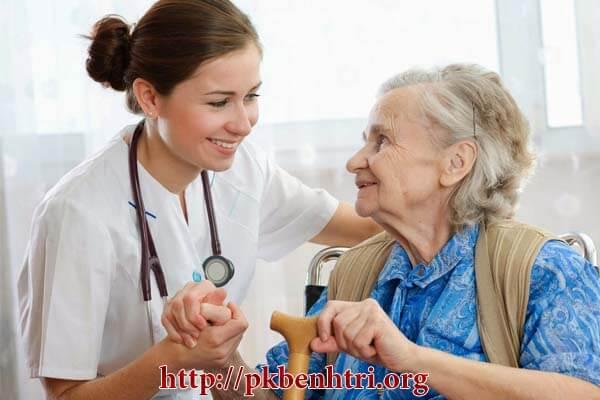 Bệnh trĩ ở người già: Nguyên nhân, triệu chứng và cách chữa trị